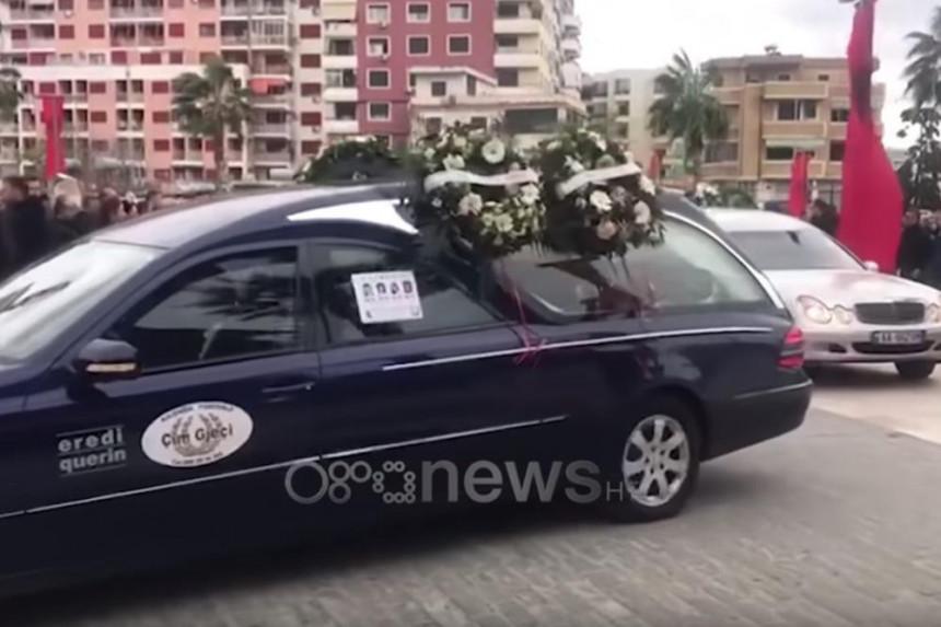 Tužna povorka u Draču, Ramina snaja sahranjena