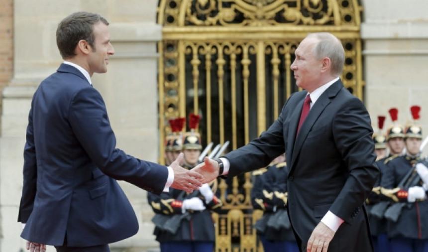 Putin u Parizu dočekan kao car