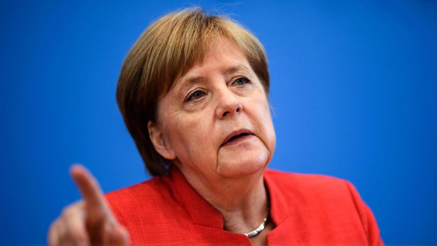 Avion Merkelove prinudno sletio