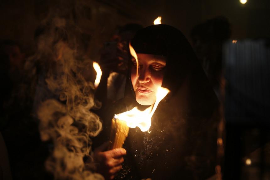 Zapaljen Blagodatni oganj u Jerusalimu