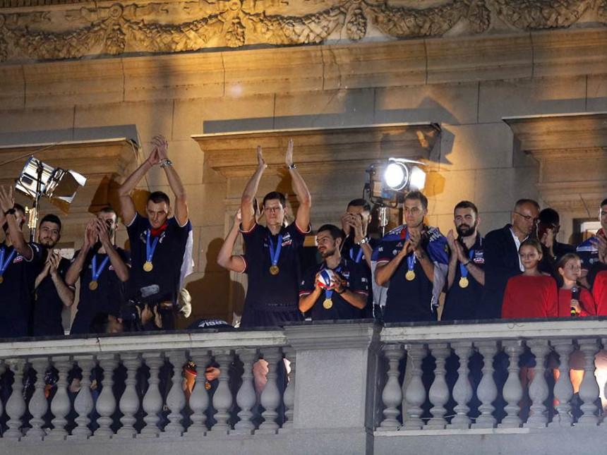 Dočekani šampioni: Trofej je poklon vama, bićemo još bolji!