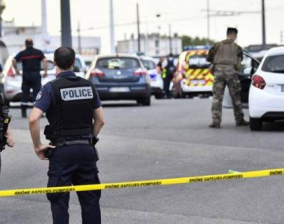 Napad kod Liona: Nožem ubijen mladić, ima povrijeđenih